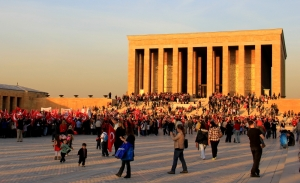 The crowd of loyal Ataturk fans at Anitkabir on Republic Day