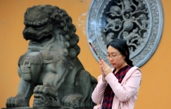 Prayers to Buddha - Longhua Temple