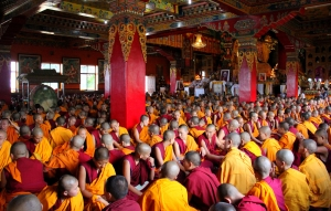 Over 1,000 Monks chanting in Tibetan